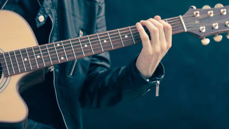Chitară Clasică și Folk